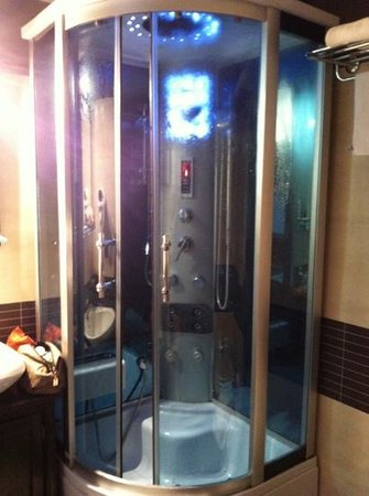 Residenza Castelli:                   la doccia idromassaggio