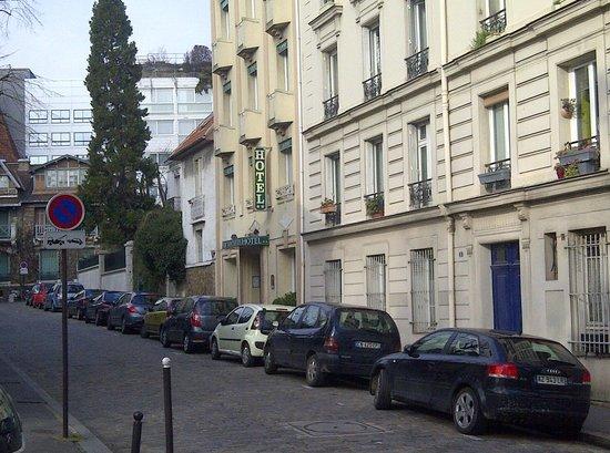 Hotel du Parc Montsouris :                   Neat, but no parking space