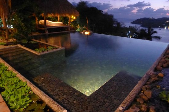Casa Cuitlateca:                   Pool at night