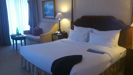 The Ritz-Carlton, Budapest:                   Bedroom area