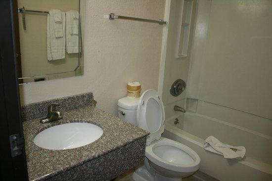 Super 8 Las Cruces/White Sands Area:                   Bathroom
