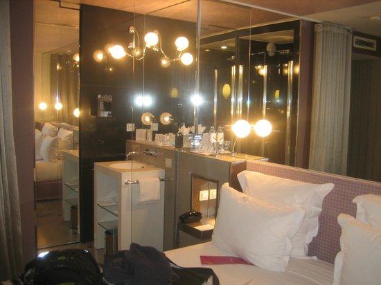 Hotel 7 Eiffel:                                                       Juego de espejos Habitación & lavabo / set
