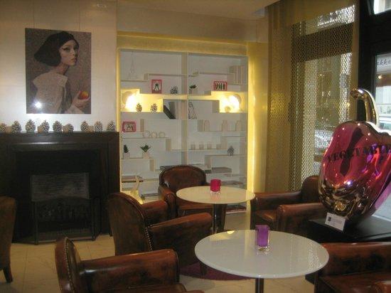 Hotel 7 Eiffel:                                                       Restaurant                              