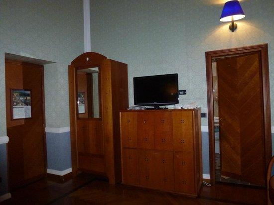 Grand Hotel Ortigia:                   Armoire (safe inside), TV and dresser