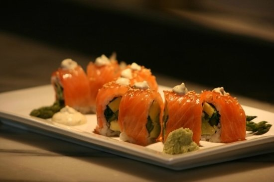 South Beverly Grill: Salmon Roll