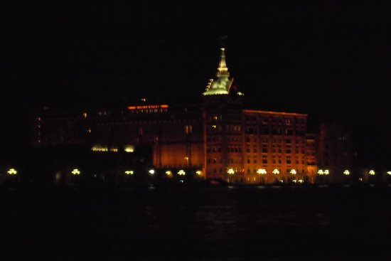 Hilton Molino Stucky Venice Hotel:                   Hotel at night