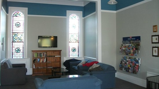 Dorset House Backpackers: Guest lounge room