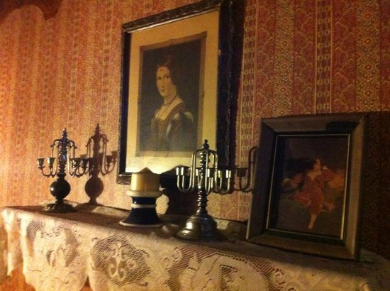 Shanley Hotel:                   Hallway with Old portrait and candelabras