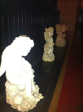 Shanley Hotel:                   Cherubs on the second floor