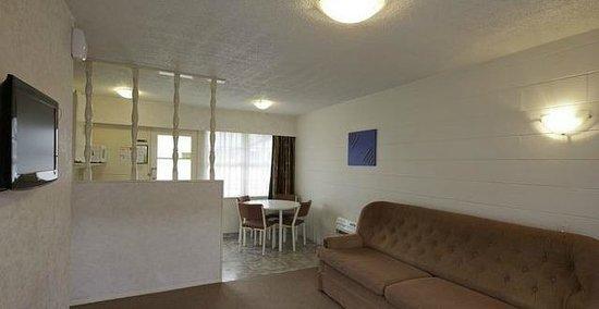 Boundary Court Motor Inn: One bedroom unit