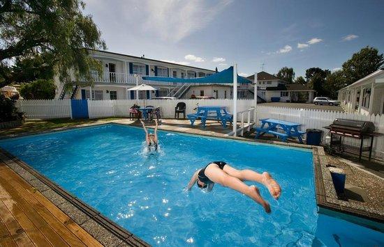 Boundary Court Motor Inn : Swinning Pool