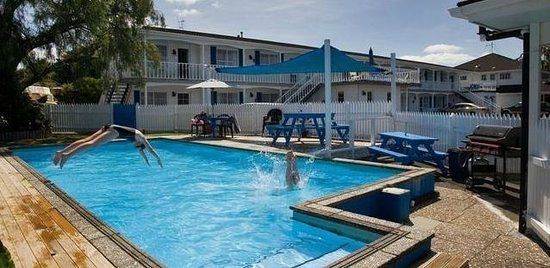 Boundary Court Motor Inn: Swimming Pool
