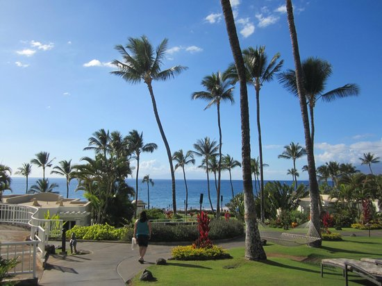 Fairmont Kea Lani, Maui:                   Path to beach