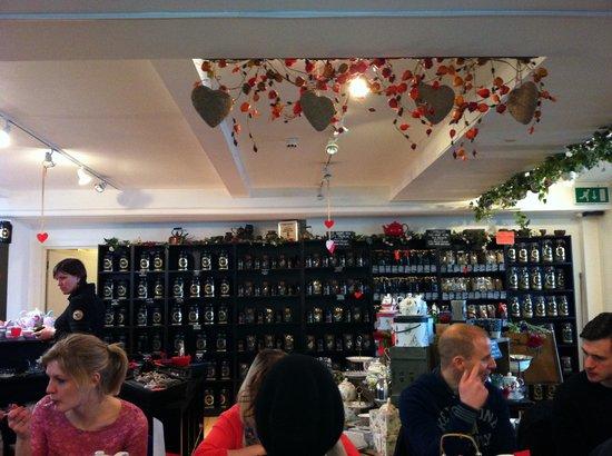 Camellia's Tea House :                                     Salle