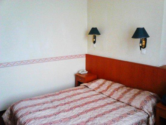 Oriental Hotel:                   stanza2
