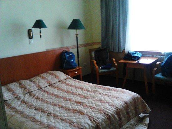 Oriental Hotel:                   stanza1