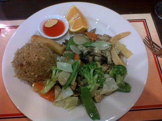 Wu's Fine Chinese Cuisine:                                     Lunch veggie Stirfry
