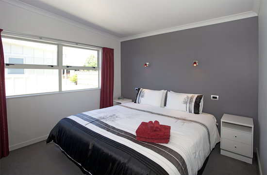 Martinborough Mews: Apartments - Superking or two single beds in bedroom
