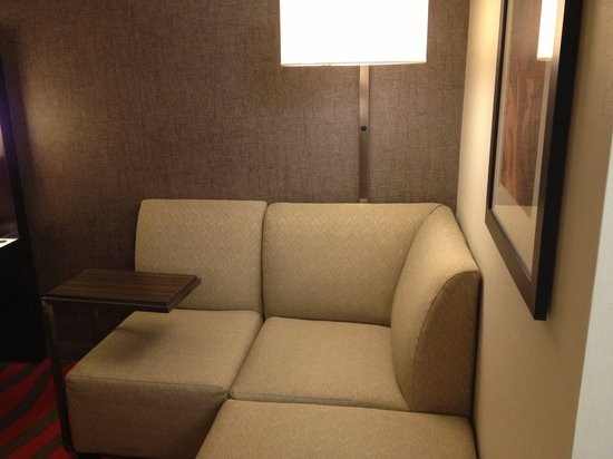 Holiday Inn Newark Airport:                   sitting area