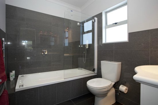 Martinborough Mews: Immaculate bathrooms!