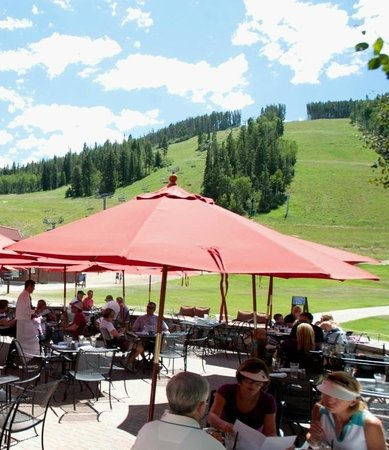 Beaver Creek Chophouse: Summer Patio View