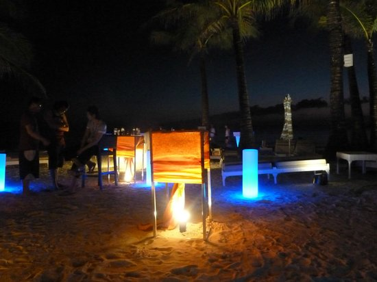 Discovery Shores Boracay:                   Beach front happy hour