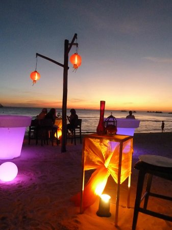 Discovery Shores Boracay:                   Happy Hour on the beach