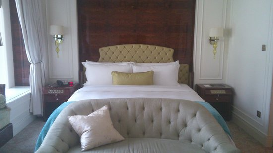 The St. Regis Singapore:                   The bed