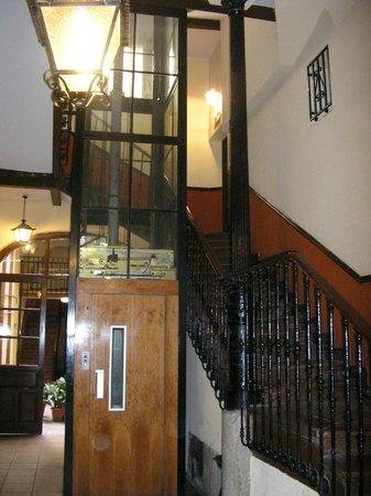 Hostal La Vera:                   entrada do edifício