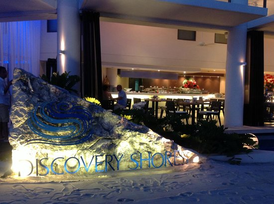 Discovery Shores Boracay:                   Restaurant frontage on the beach