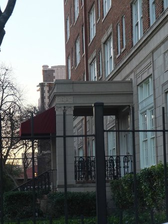 Warwick Melrose Hotel Dallas:                   Cedar Springs facade