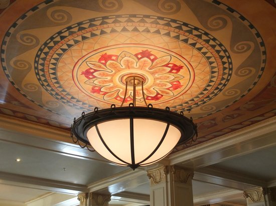 Warwick Melrose Hotel Dallas:                   Magnificent ceiling in lobby