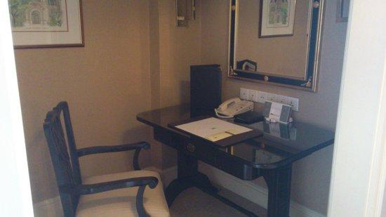 The Ritz-Carlton, Kuala Lumpur:                   Work area