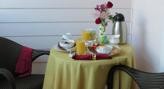 Port d'Hiver:                   Breakfast on the yellow room porch