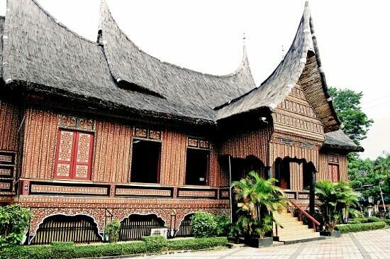 Rumah Adat Minangkabau Di Tmii Picture Of Beautiful Indonesia In
