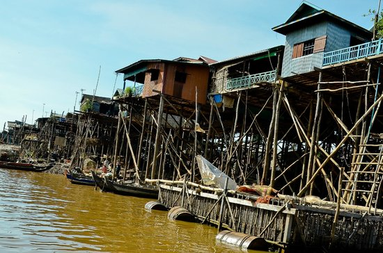 Stilted houses -Kompong Phluk in dry season