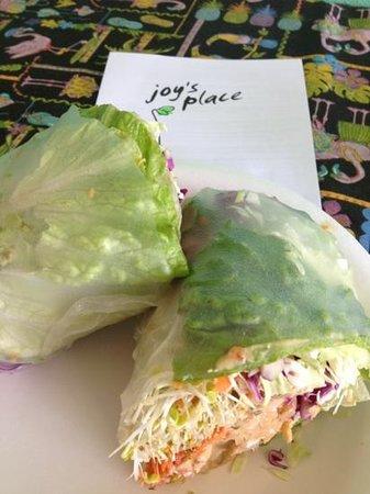 Fresh Vibrant Vegan Indo Crunch Wrap - Foto di Joy's Place, Kihei ...