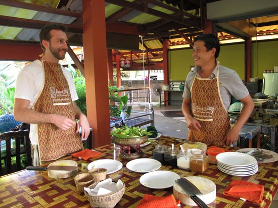 Smart Cook Thai Cookery School:                   Learning the ropes!