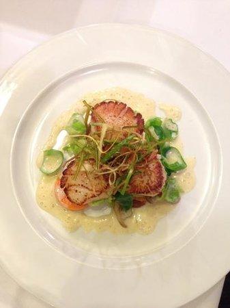 Amuse Restaurant:                   mmmm....scallops!