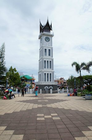 Bukittinggi Clock Tower:                   Picture of Jam Gadang from the park