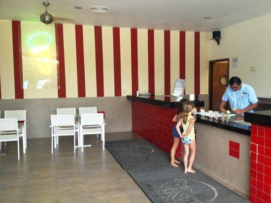 Grand Sirenis Riviera Maya Resort & Spa:                   Ice Cream Bar