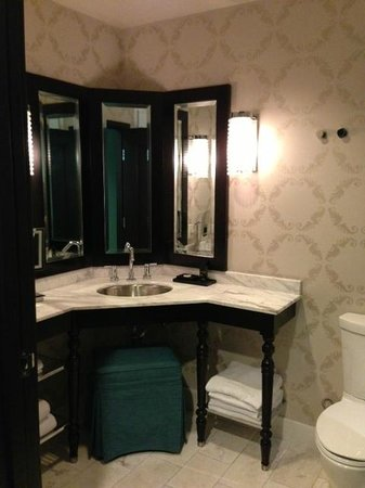 The Nines, a Luxury Collection Hotel, Portland:                   Bathroom