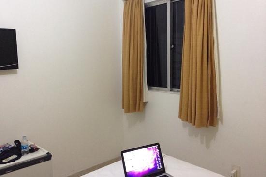 Costa do Rio Hotel:                   cama e janela