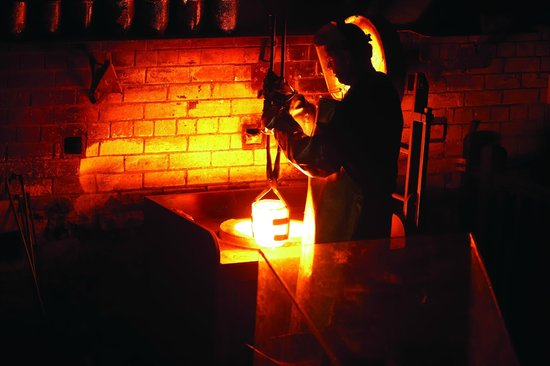 The Perth Mint : Gold pouring in the Melt House