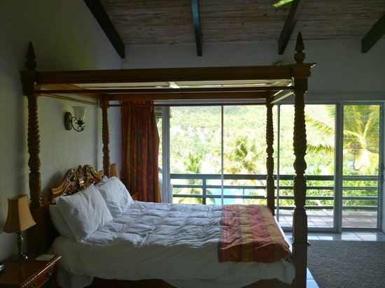 Marigot Palms Luxury Caribbean Guesthouse and Apartments:                   comfortable bed and more views!