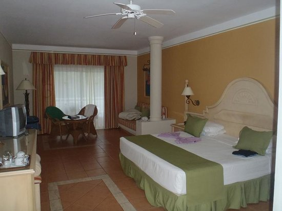 Grand Bahia Principe El Portillo:                   our room - junior suite