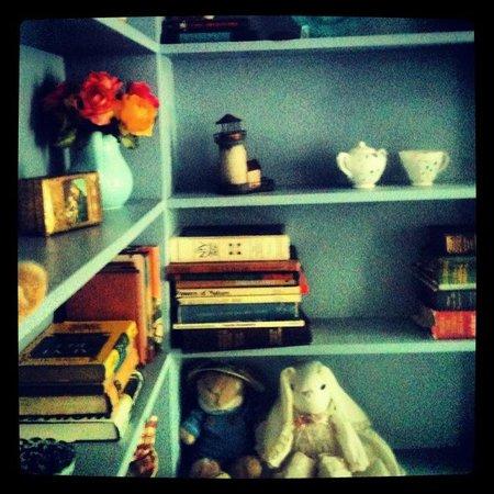 Hotel Nichols: Blue bookcase