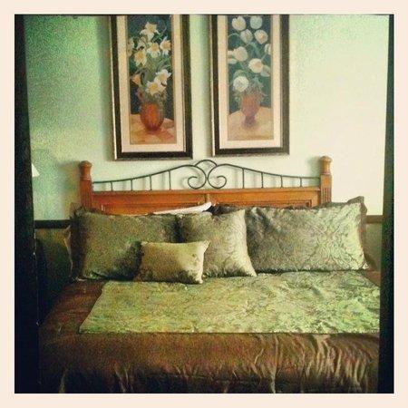 Hotel Nichols: Green room