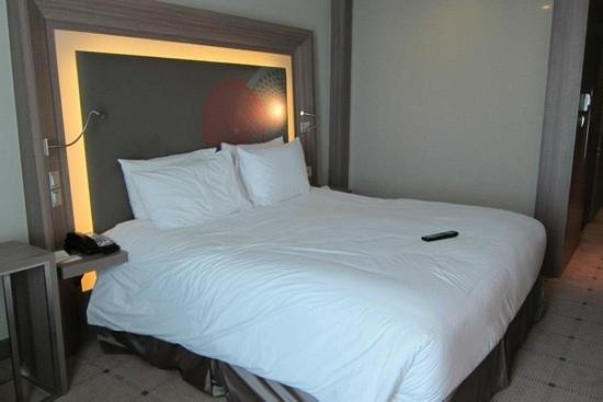Novotel Bangkok Platinum Pratunam:                   the other room but not adjoining