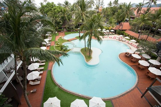 Patong Beach Hotel: Pool view
